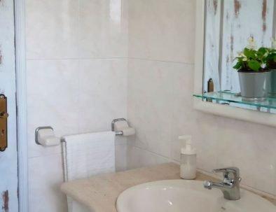 Almagreira House - Main Bathroom